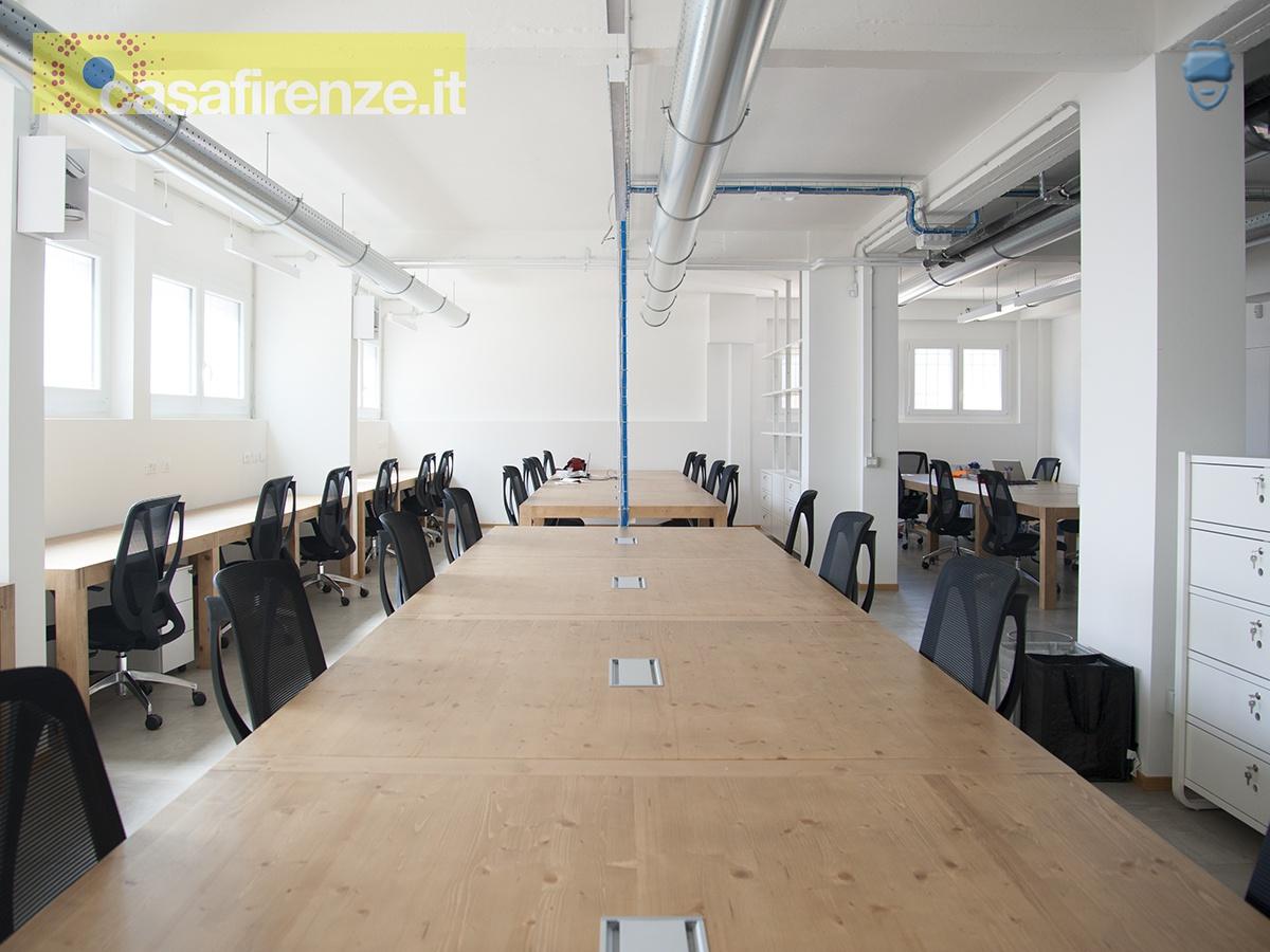 EX32 è un innovativo e moderno ufficio coworking e meeting hub, in cui si possono affittare postazioni di lavoro, sale riunione e accedere a molteplici servizi condivisi. EX32 è ubicato in Firenze, Via del Mezzetta 2P, zona San Salvi/Coverciano, vicino alle poste e al centro Esselunga del Gignoro ... Rif. 4755535