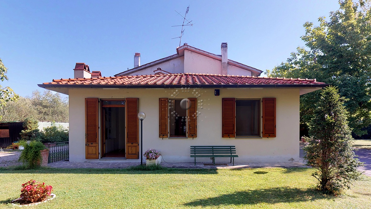 Rustico / Casale da ristrutturare in vendita Rif. 11084815