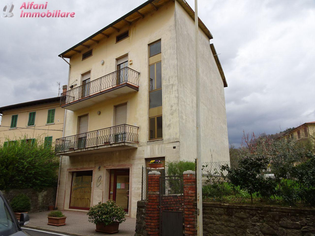 Appartamento in buone condizioni arredato in vendita Rif. 4755792