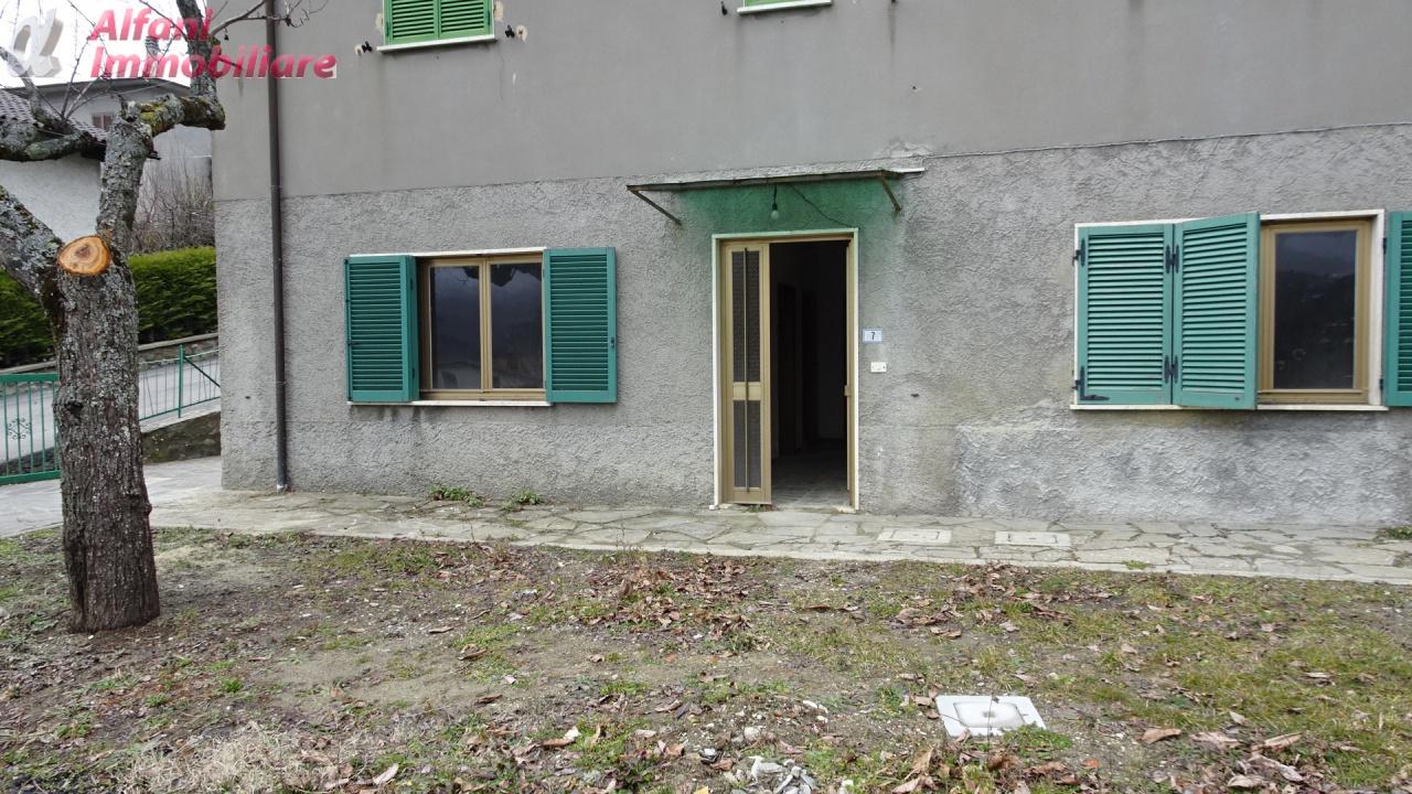 Appartamento in discrete condizioni in vendita Rif. 9443577