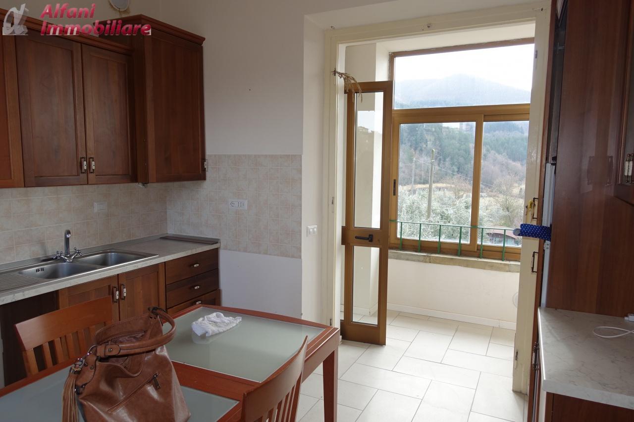 Appartamento in buone condizioni in vendita Rif. 9659557