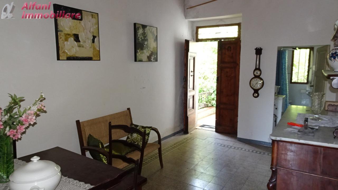 Soluzione Indipendente in vendita a Montemignaio, 7 locali, prezzo € 130.000   CambioCasa.it