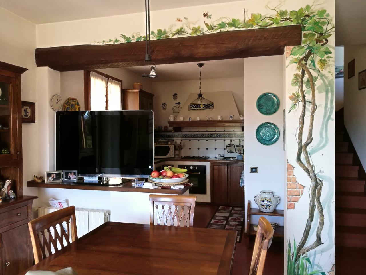 Appartamento in ottime condizioni in vendita Rif. 8125323