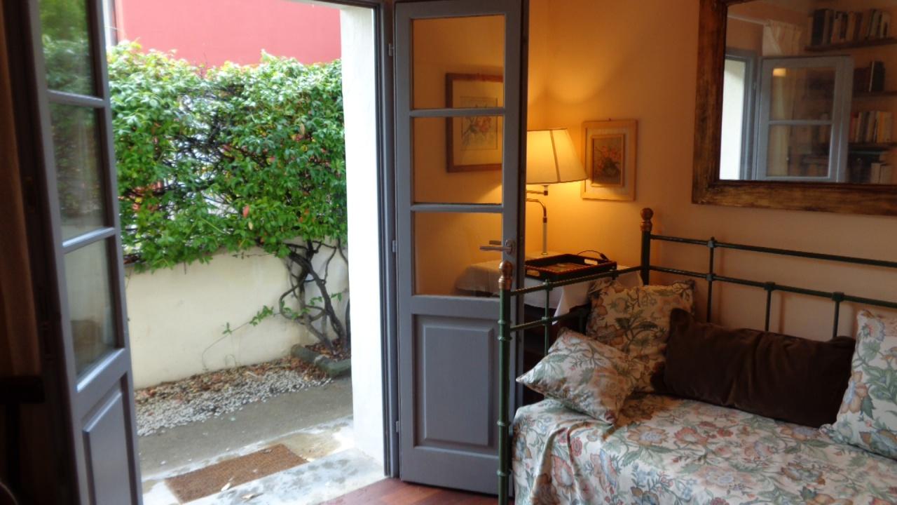 Stanza / posto letto ristrutturato arredato in affitto Rif. 11904244