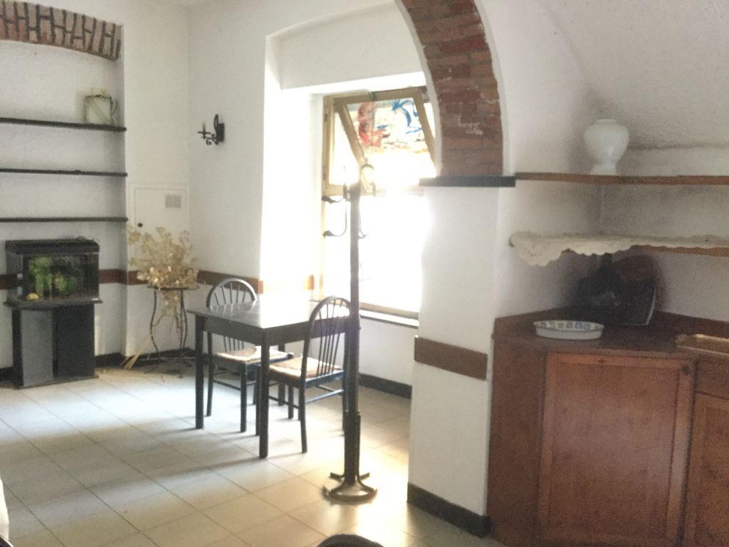 Negozio / Locale in affitto a Genova, 7 locali, prezzo € 600   CambioCasa.it