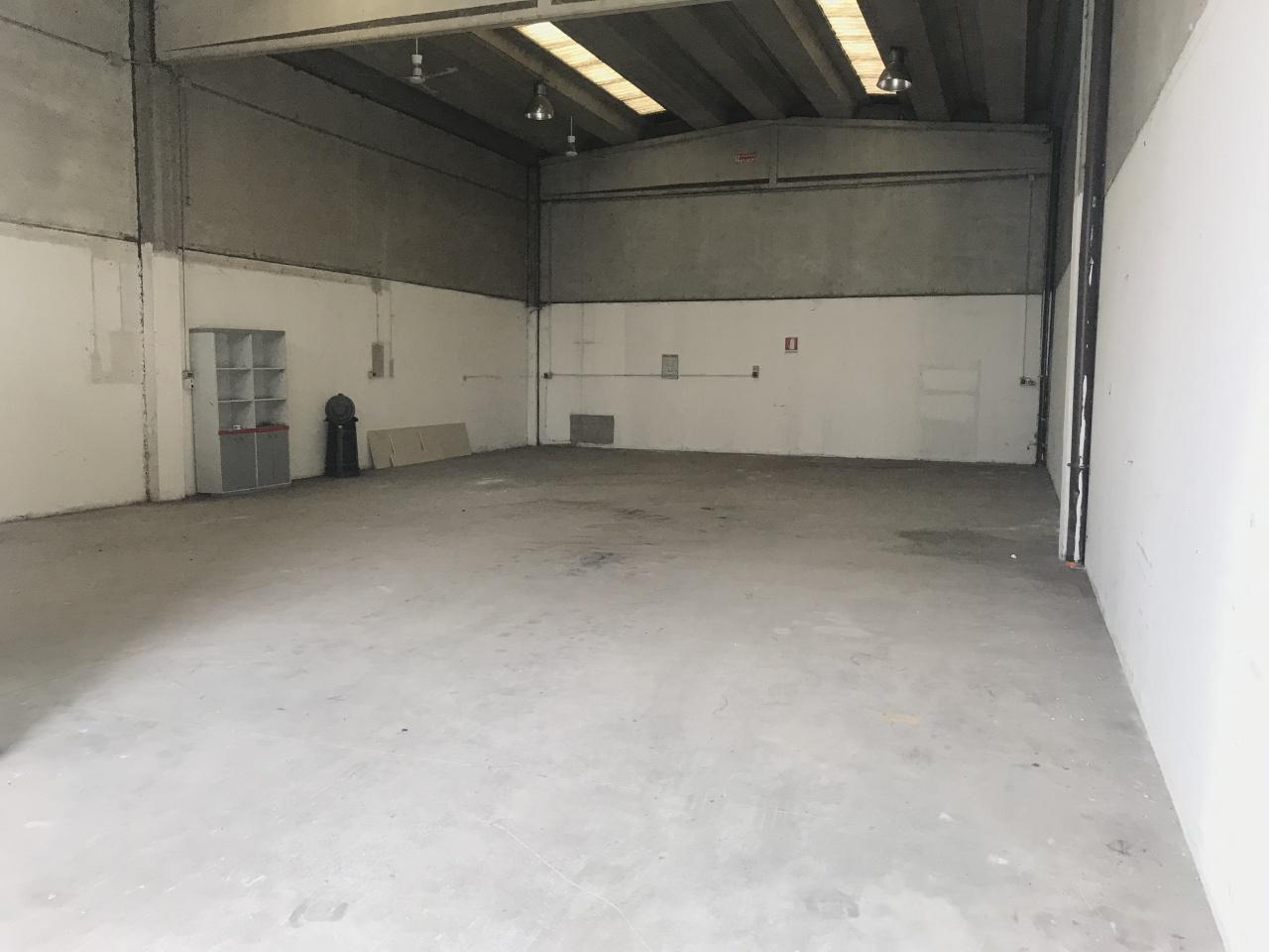 Magazzino - capannone in buone condizioni in vendita Rif. 11287559