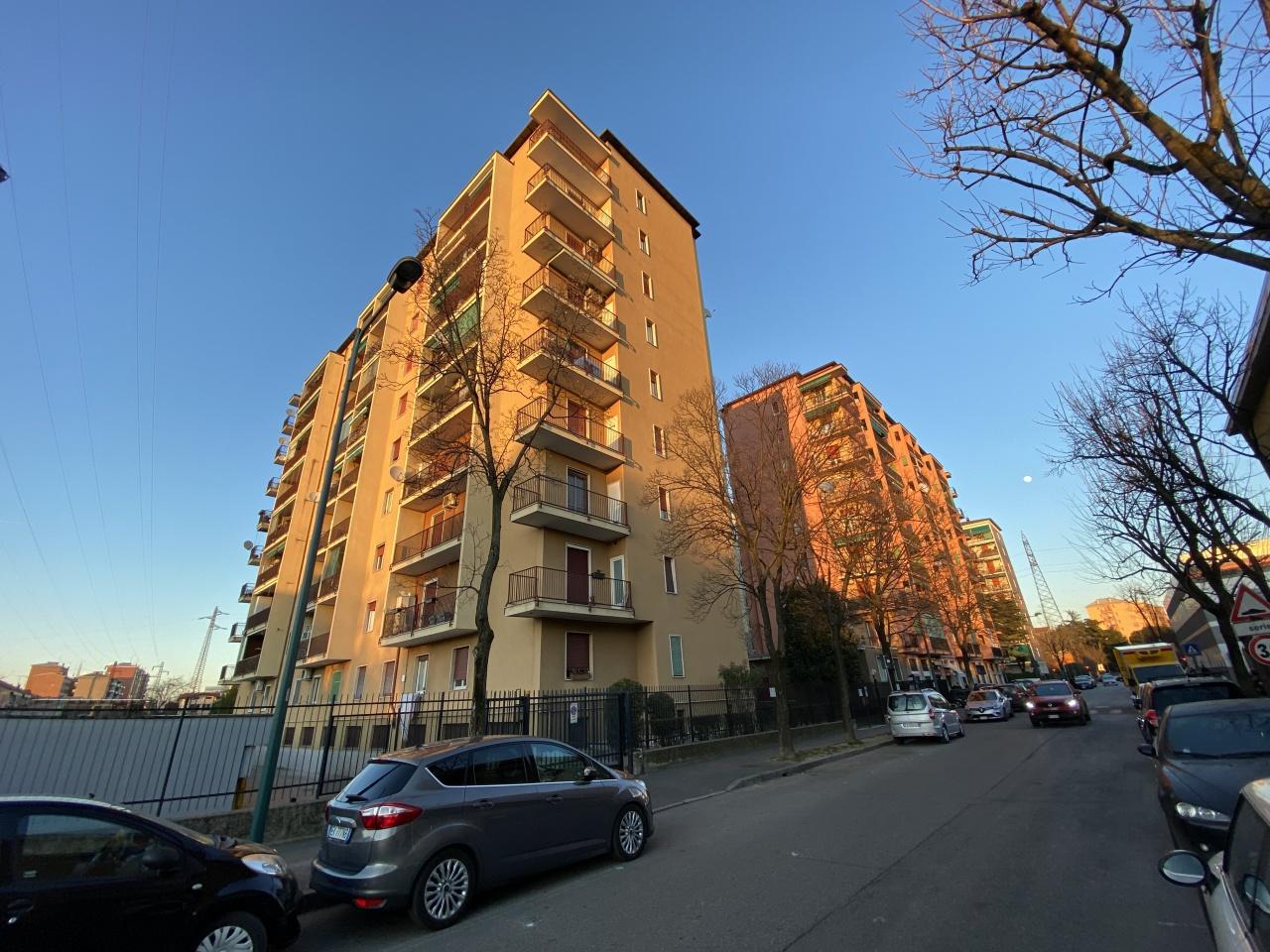 Appartamento da ristrutturare in vendita Rif. 12100038