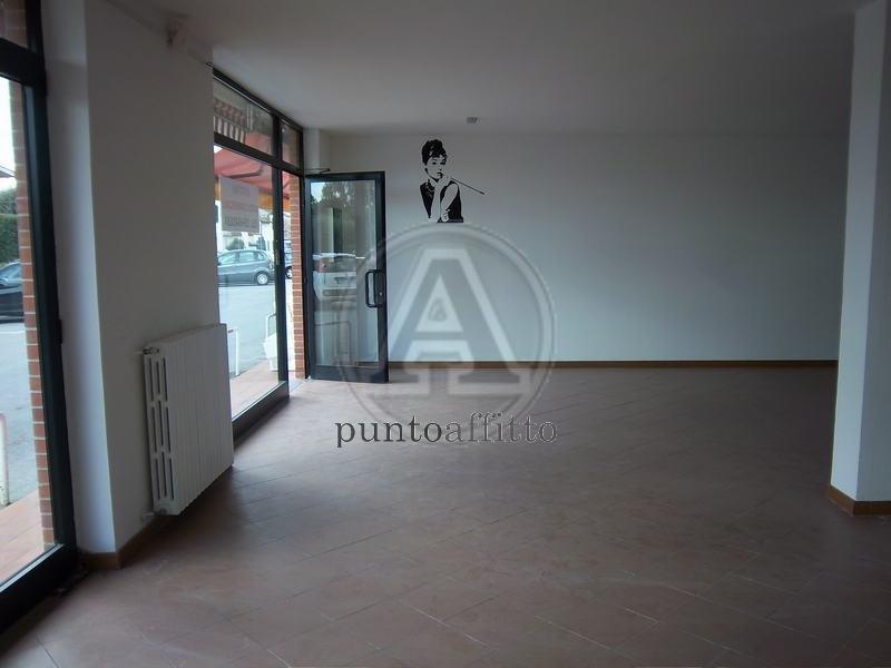 Negozio / Locale in affitto a Lucca, 9999 locali, zona Località: PICCIORANA, prezzo € 2.000 | Cambio Casa.it