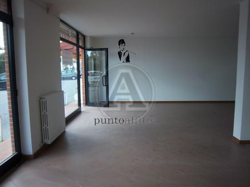 Negozio / Locale in affitto a Lucca, 9999 locali, prezzo € 1.500 | CambioCasa.it