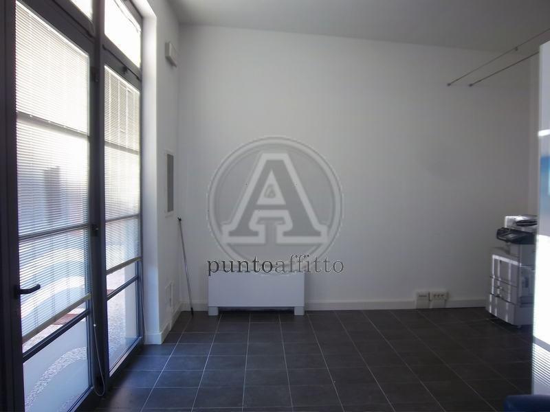 Negozio / Locale in affitto a Lucca, 9999 locali, zona Località: GENERICA, prezzo € 600 | Cambio Casa.it