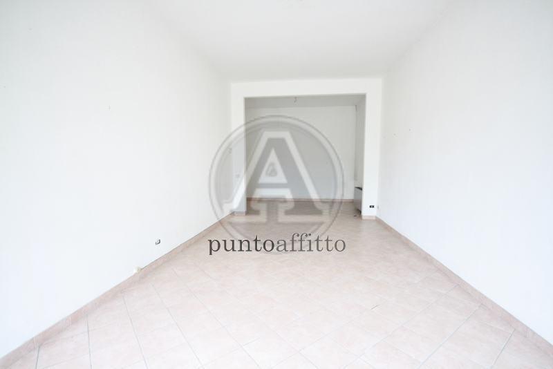 Negozio / Locale in affitto a Lucca, 2 locali, prezzo € 700 | CambioCasa.it