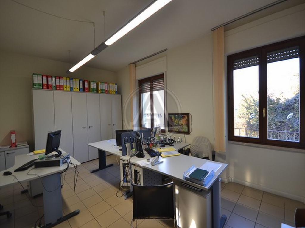 Ufficio / Studio in affitto a Lucca, 5 locali, prezzo € 950 | CambioCasa.it