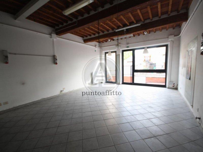 Negozio / Locale in affitto a Lucca, 9999 locali, zona Località: GENERICA, prezzo € 500 | Cambio Casa.it