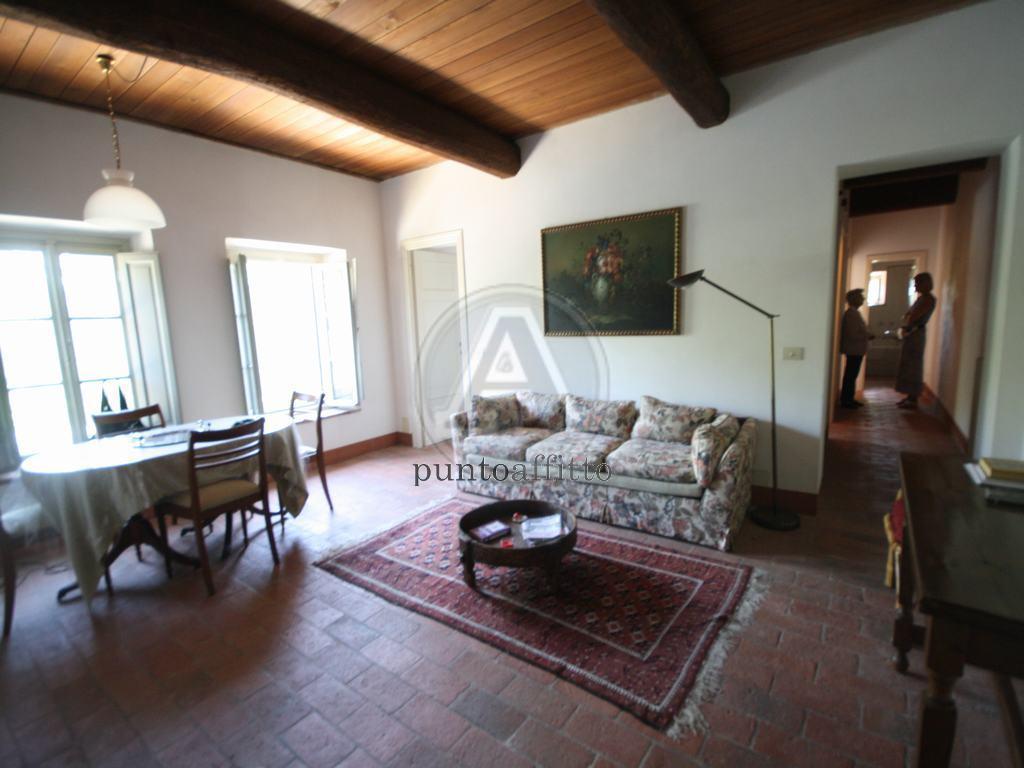 Appartamento in affitto a Lucca, 4 locali, prezzo € 650 | CambioCasa.it