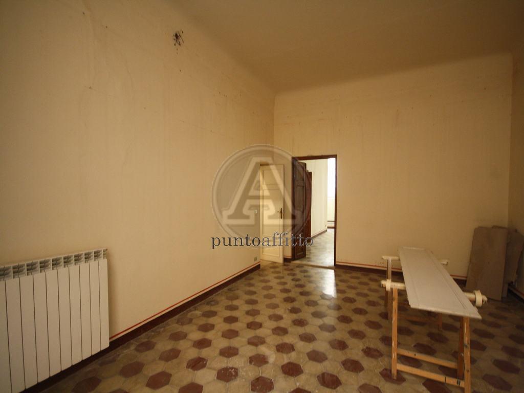 Ufficio / Studio in affitto a Lucca, 2 locali, prezzo € 700   CambioCasa.it