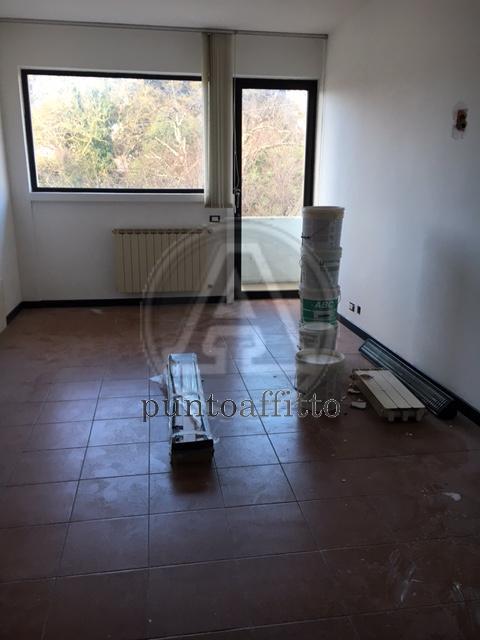 Ufficio / Studio in affitto a Lucca, 2 locali, prezzo € 450   CambioCasa.it