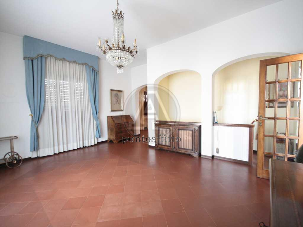 Appartamento in buone condizioni arredato in affitto Rif. 6749451