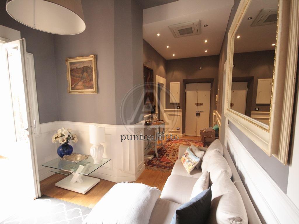 Appartamento in affitto a Lucca, 4 locali, prezzo € 1.200   CambioCasa.it