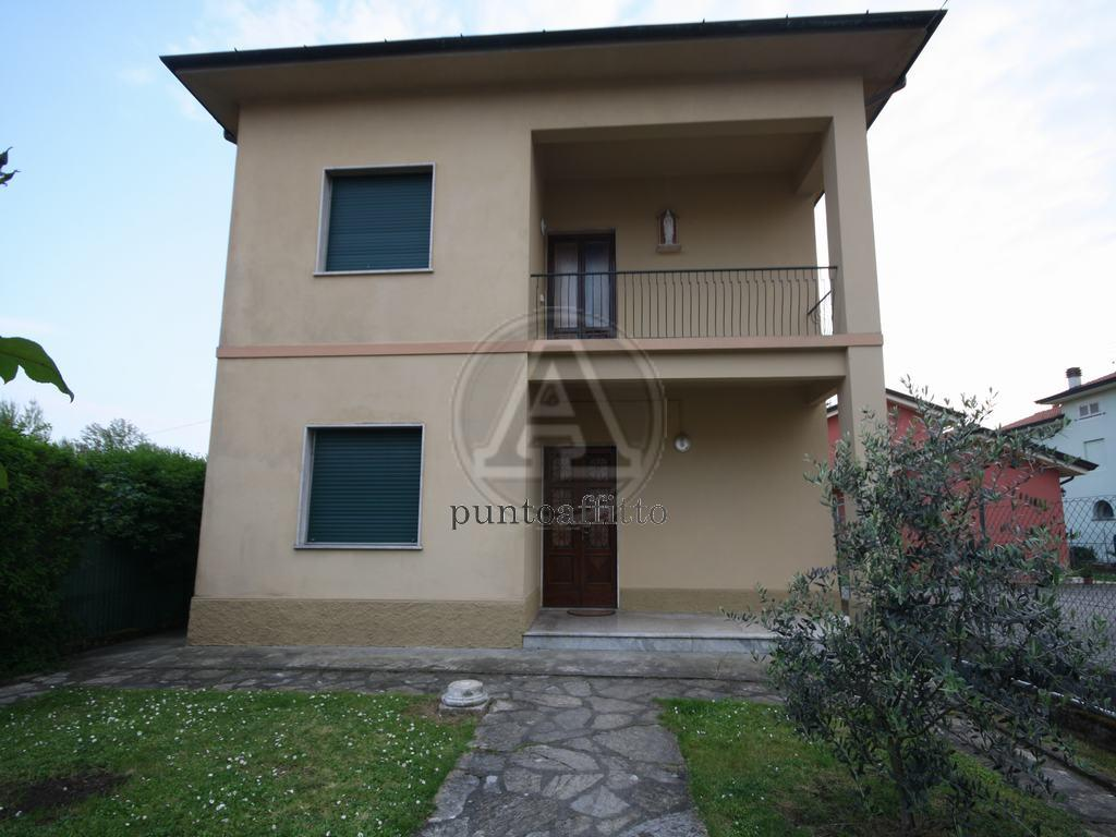 Appartamento in ottime condizioni in affitto Rif. 10080362