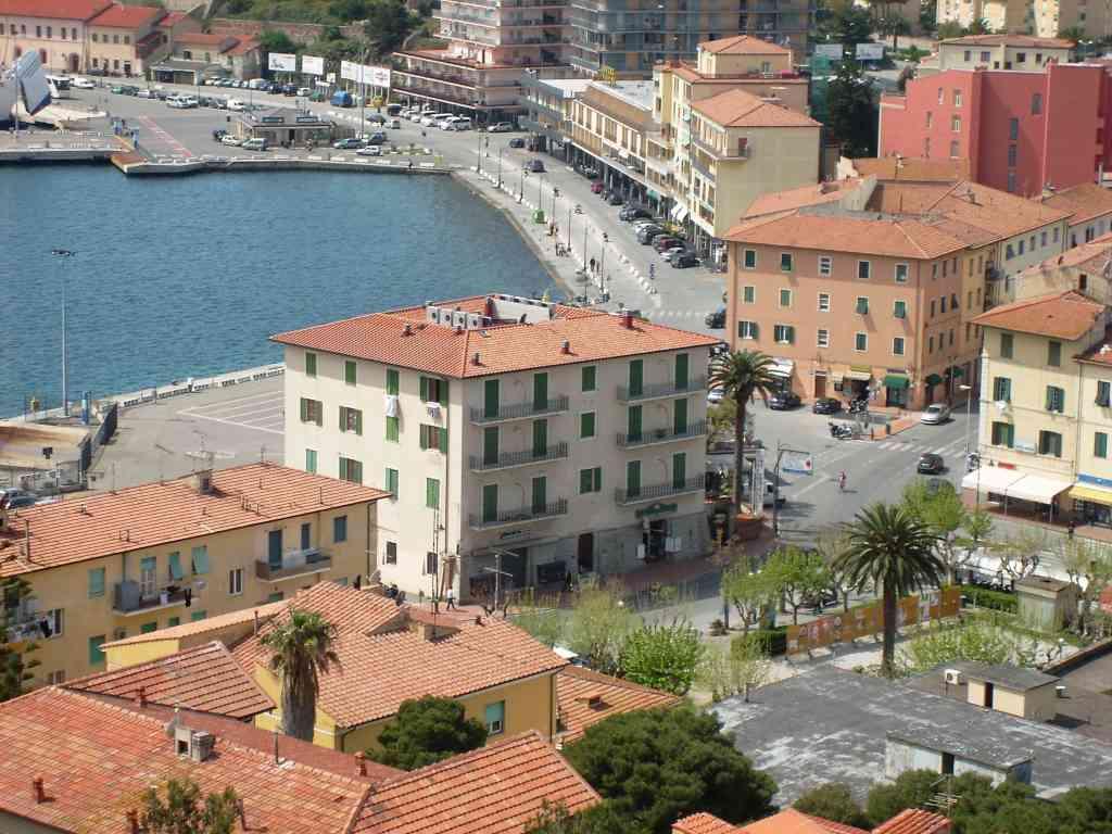locale commerciale in Italia