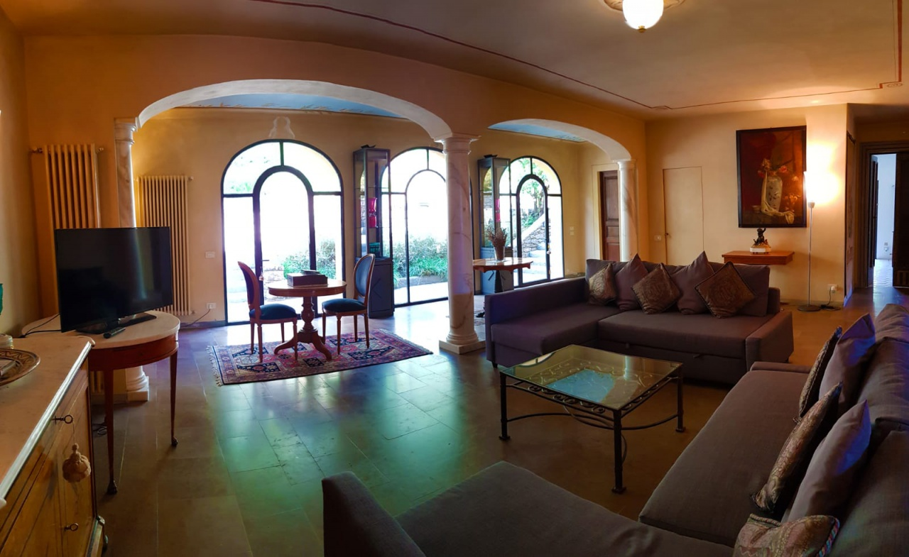 Villa 280 mq. Prato collinare.