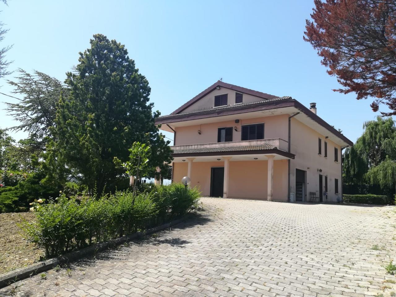 Appartamento in vendita a Montesilvano, 6 locali, prezzo € 250.000 | CambioCasa.it