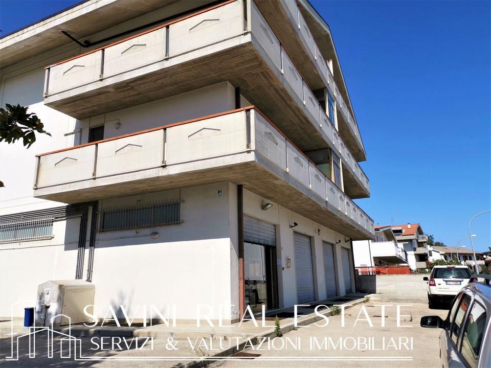 Magazzino in vendita a Città Sant'Angelo, 4 locali, prezzo € 105.000 | CambioCasa.it