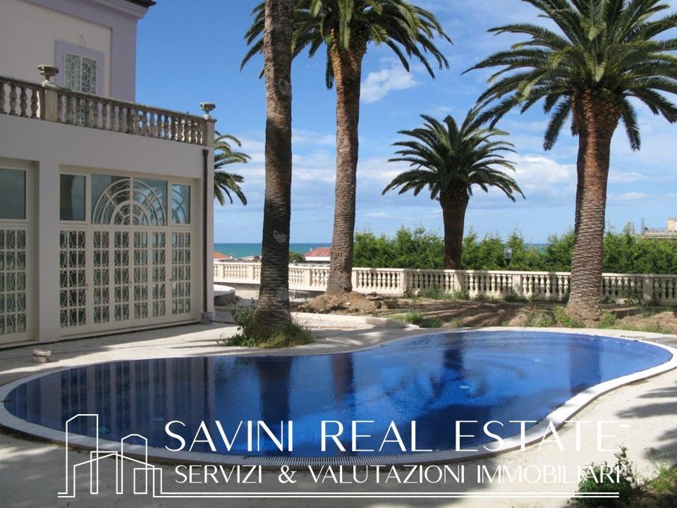 Rif. SRE2101LUX – Villa in Vendita