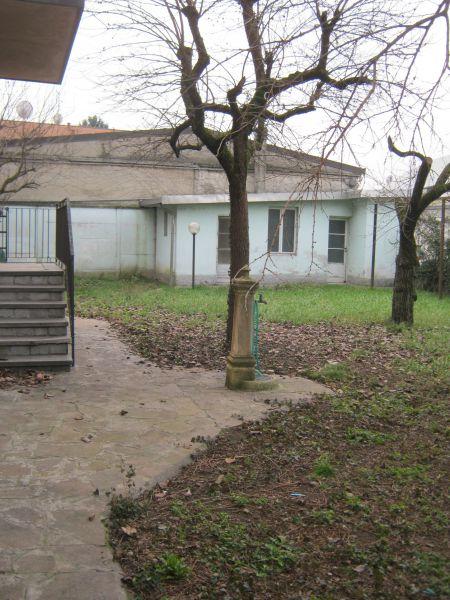 Villa in vendita a Cernusco sul Naviglio, 8 locali, prezzo € 550.000   CambioCasa.it