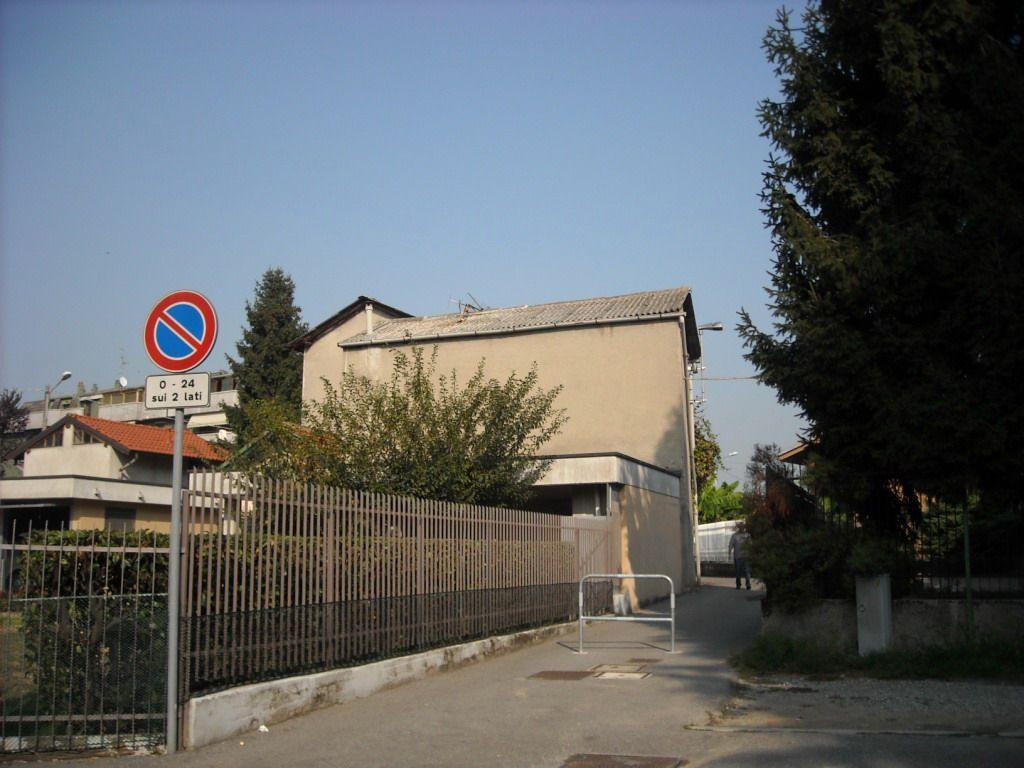 Bilocale Cavenago di Brianza Via Roma 3