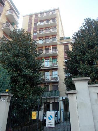 Bilocale Milano Via Padova 1