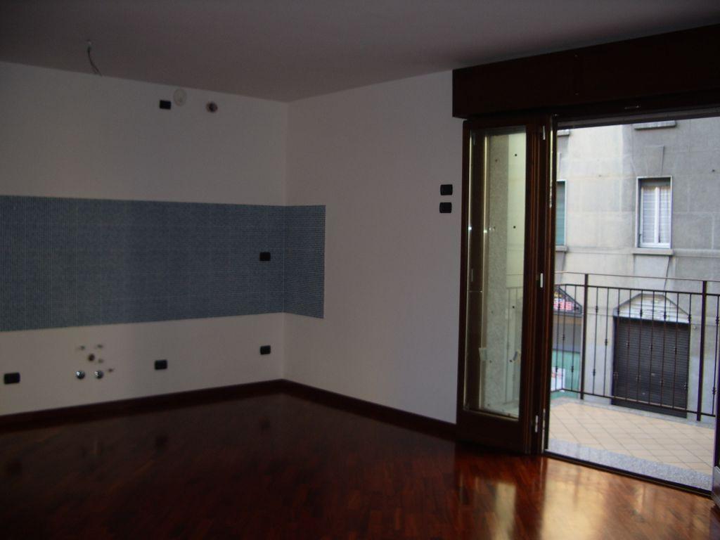 Bilocale Milano Via Venini 7