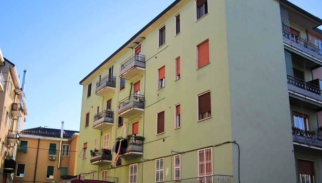 Appartamento in buone condizioni in vendita Rif. 9493891