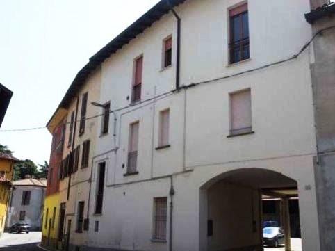 Appartamento in buone condizioni arredato in vendita Rif. 9990629