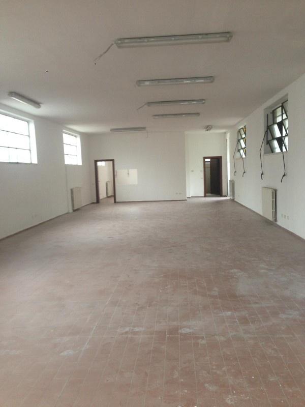 Magazzino - capannone ristrutturato in affitto Rif. 10028223