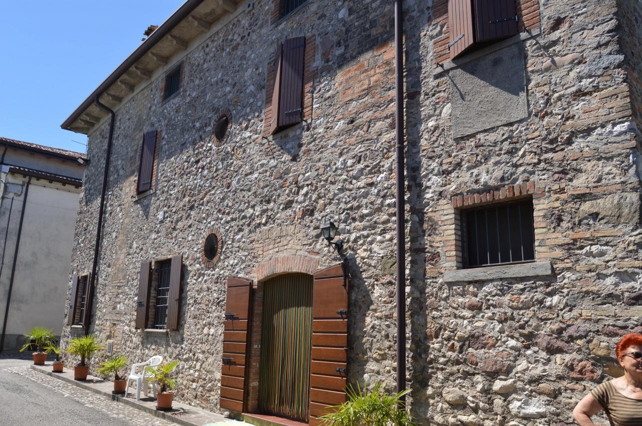 Rustico / Casale in vendita a Monzambano, 5 locali, prezzo € 650.000 | CambioCasa.it