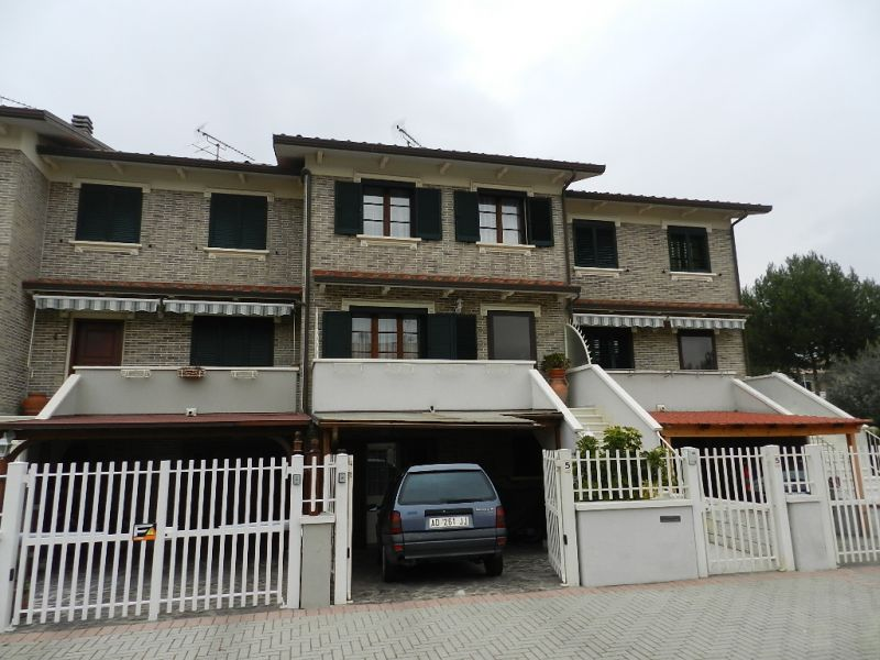 Casa Indipendente in ottime condizioni in vendita Rif. 9990630