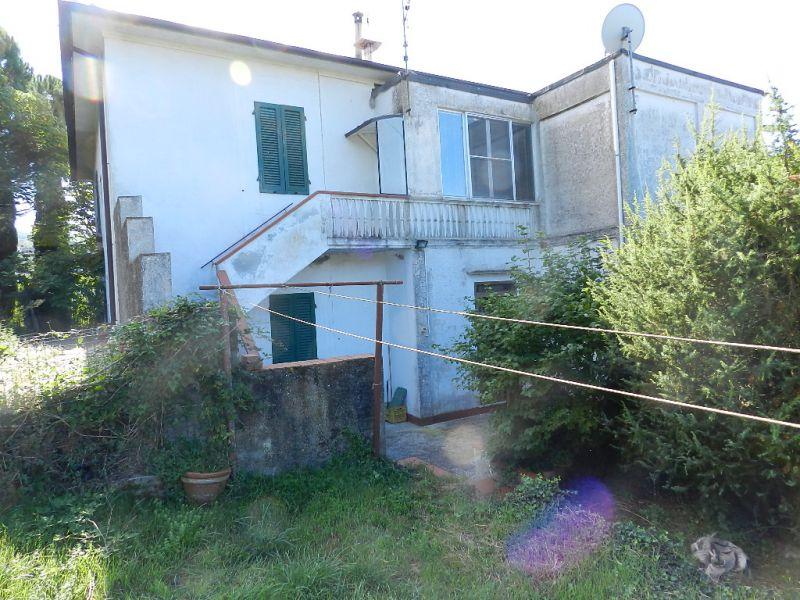 Appartamento in discrete condizioni in vendita Rif. 7181480