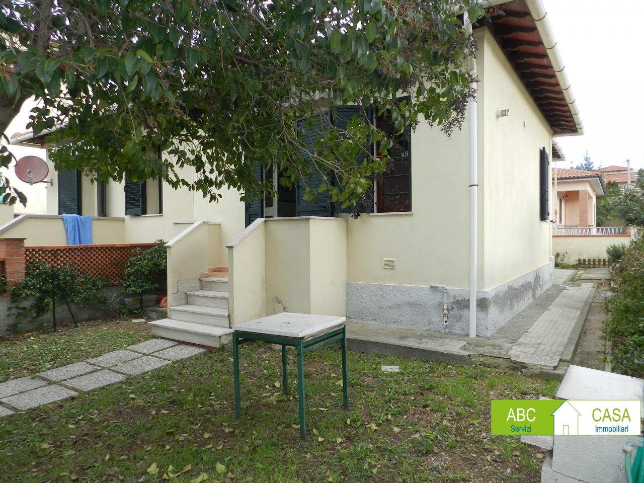 Rosignano Solvay - in zona residenziale, villino libero per tre lati di 60 mq e con 70 mq c.a di giardino circostante, ingresso indipendente e composto da soggiorno, cucinotto, camera, bagno. Ristrutturato, termoautonomo a metano Rif. 9265221