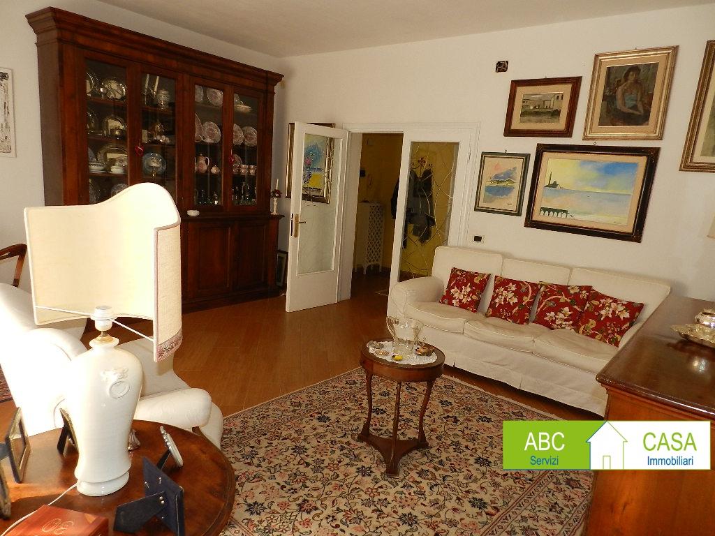 Appartamento in buone condizioni in vendita Rif. 10069905