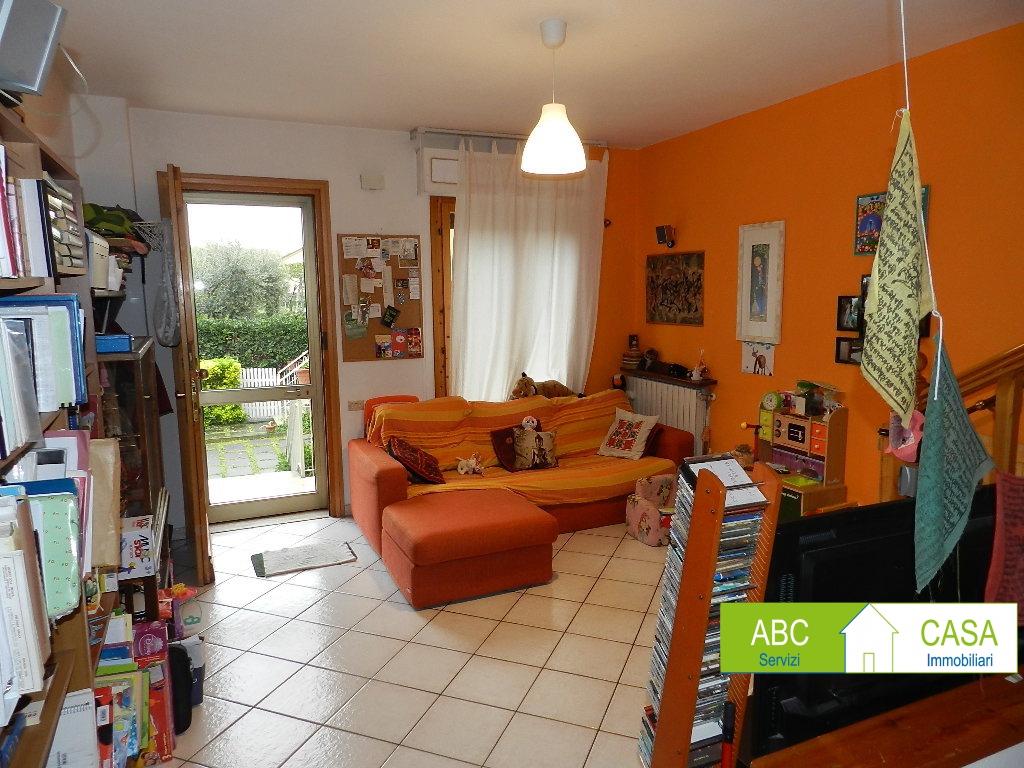 Casa Indipendente in buone condizioni in vendita Rif. 10411071