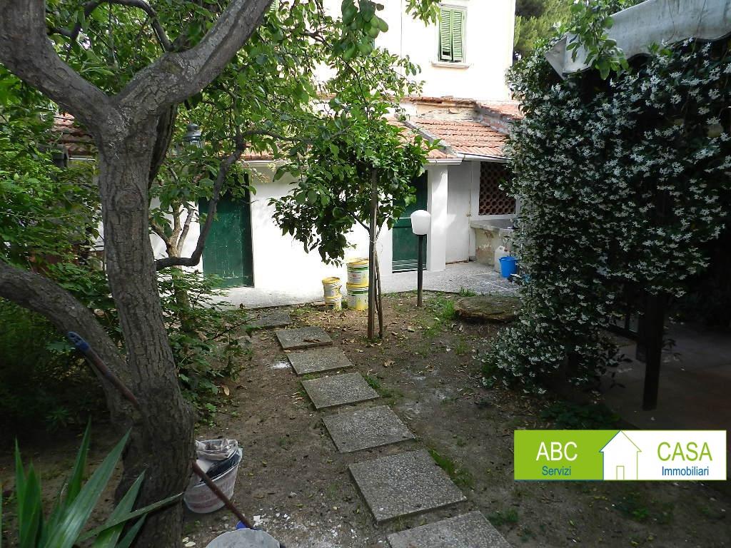 Casa Indipendente in buone condizioni in vendita Rif. 10497877
