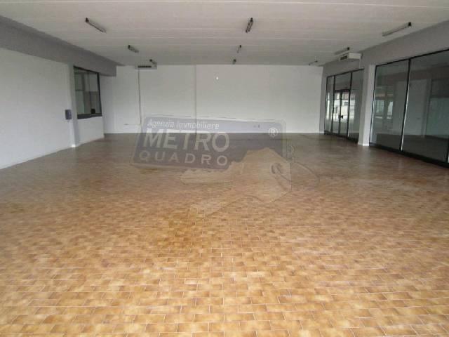 Negozio / Locale in affitto a Thiene, 4 locali, prezzo € 2.500 | Cambio Casa.it