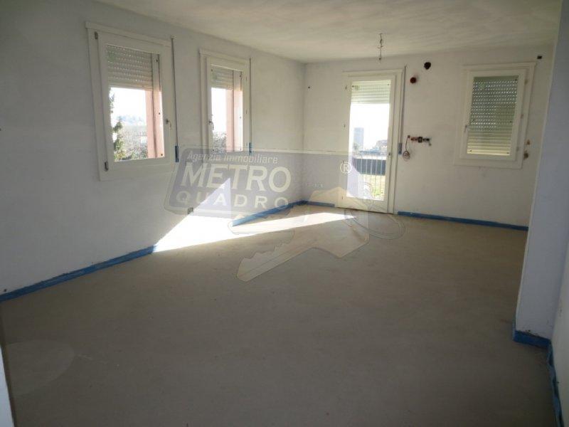 Appartamento in vendita a Sarcedo, 4 locali, zona Località: PERIFERIA, prezzo € 180.000 | Cambio Casa.it