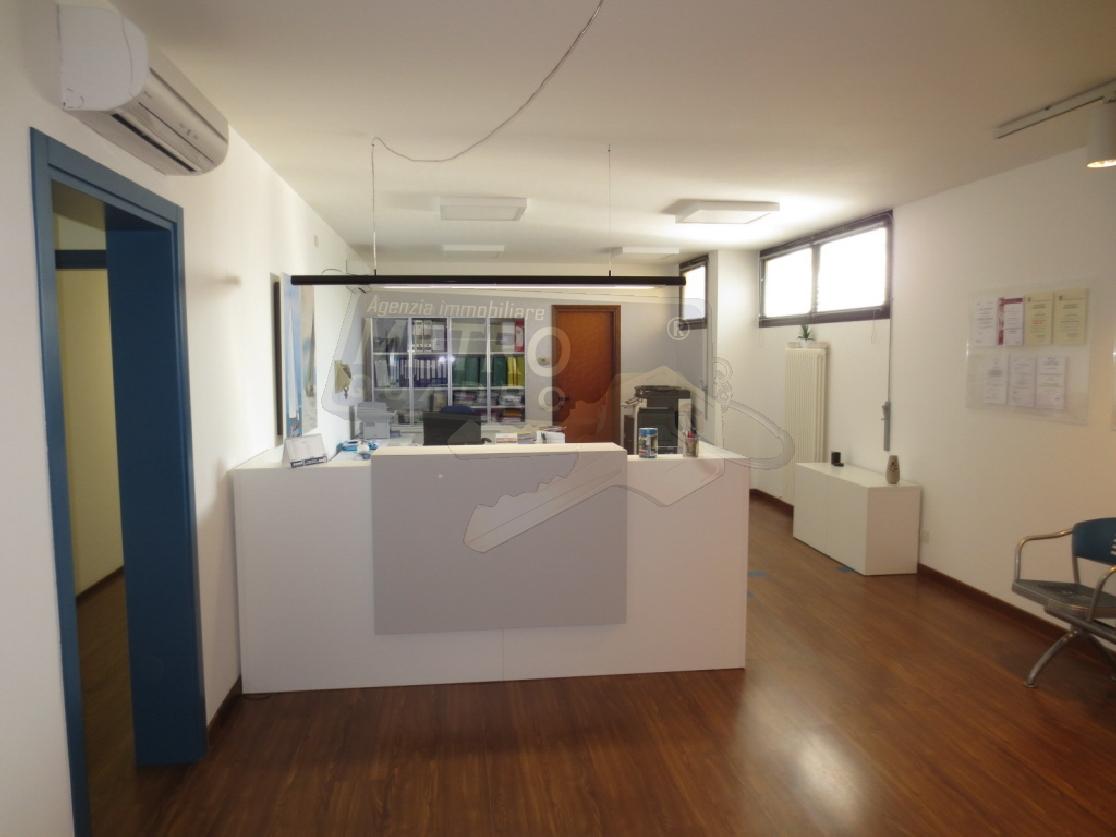 Ufficio / Studio in vendita a Thiene, 6 locali, prezzo € 190.000 | CambioCasa.it