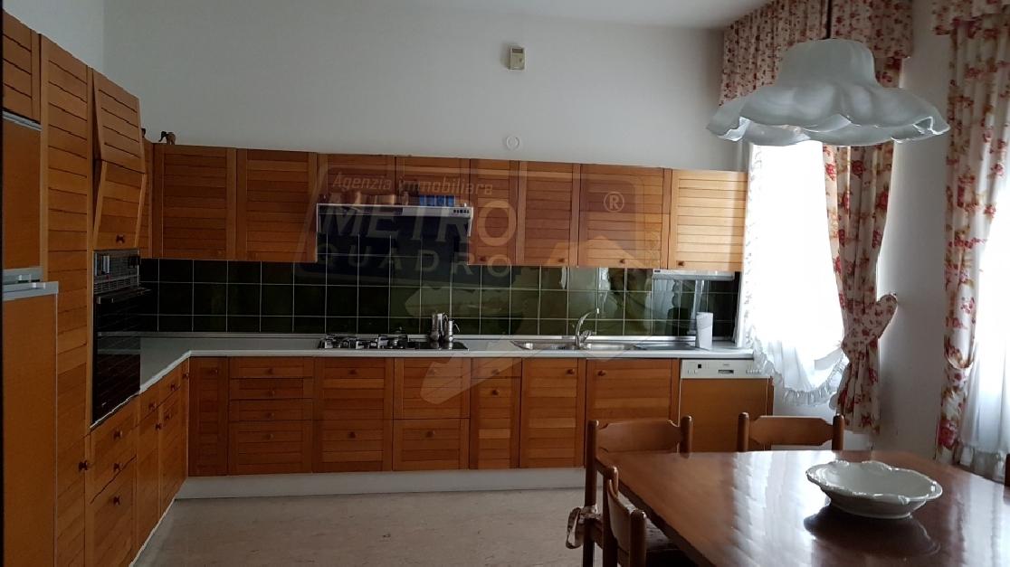 Soluzione Indipendente in vendita a Zugliano, 7 locali, prezzo € 390.000 | Cambio Casa.it