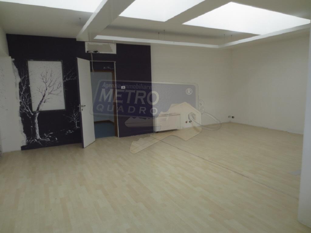 Ufficio / Studio in affitto a Zanè, 4 locali, prezzo € 1.250 | CambioCasa.it