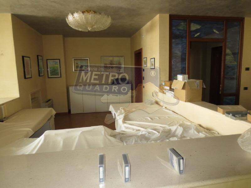 Capannone in vendita a Thiene, 10 locali, prezzo € 1.300.000 | CambioCasa.it