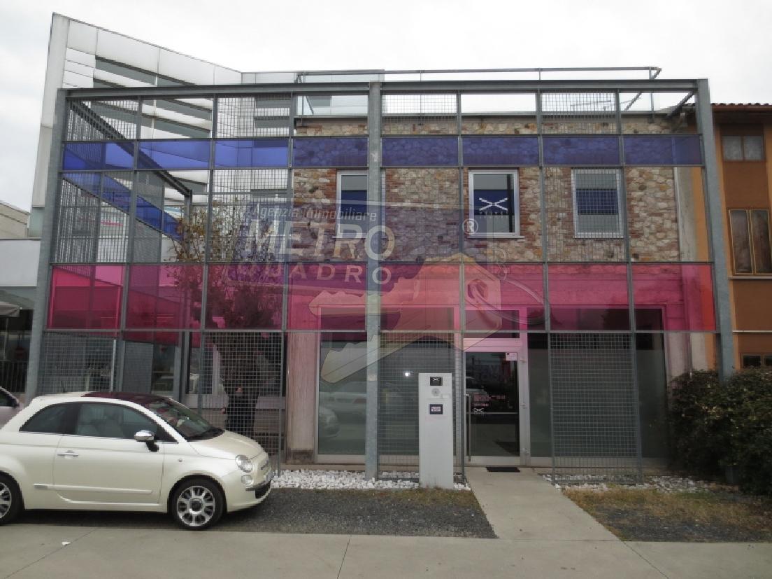 Ufficio / Studio in affitto a Zanè, 4 locali, prezzo € 1.200 | CambioCasa.it