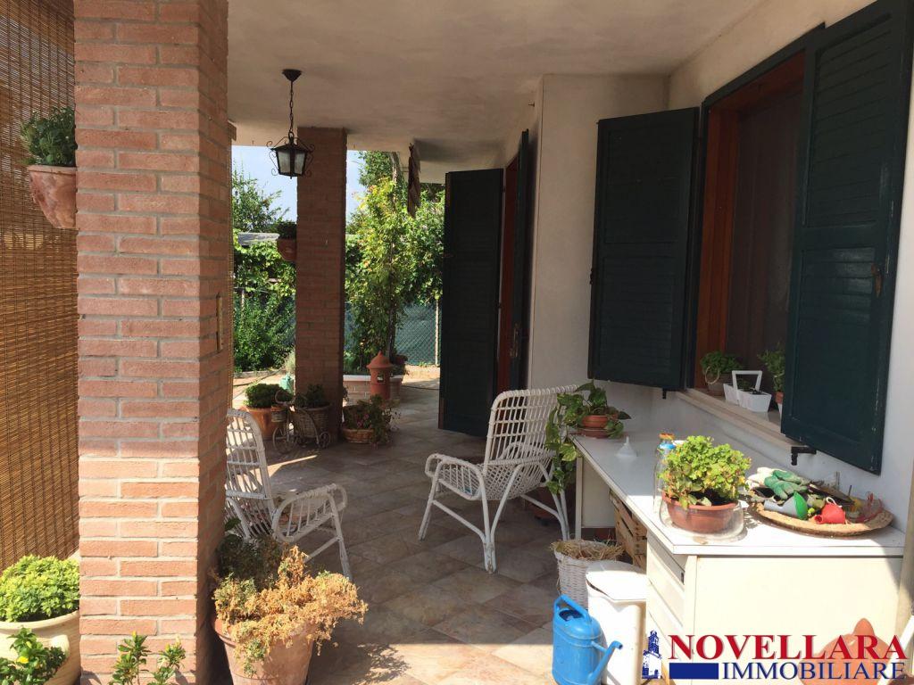 Casa indipendente in vendita a novellara agenzie - Immobili categoria a1 ...